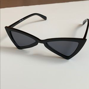 Sojos cat eye triangle sunglasses + Le Spec case